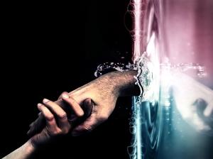 Hands_through_water